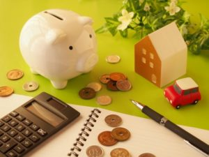 家と貯金箱